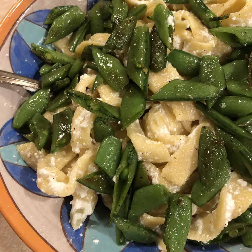 Egg noodles with ricotta cheese and sugar snaps
